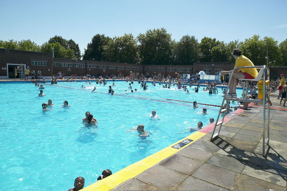 5 best london lidos creativebusstop - Centennial swimming pool richmond hill ...