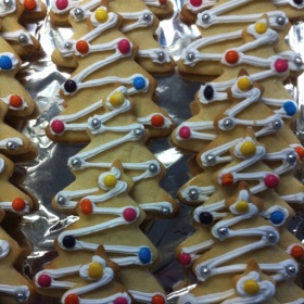 xmas-tree-biscuits