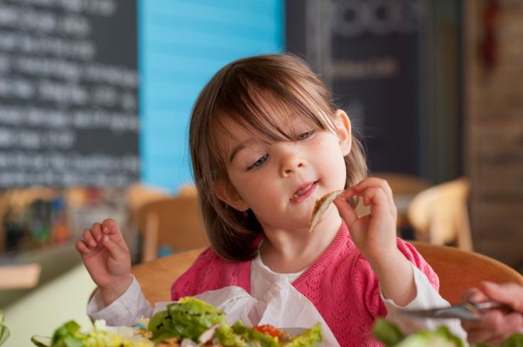 kids eatin